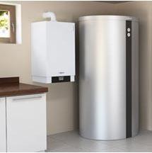 Das Mikro-KWK-System Vitotwin 300 von Viessmann macht die Effizienztechnologie Kraft-Wärme-Kopplung auch im Ein- oder Zweifamilienhaus nutzbar.